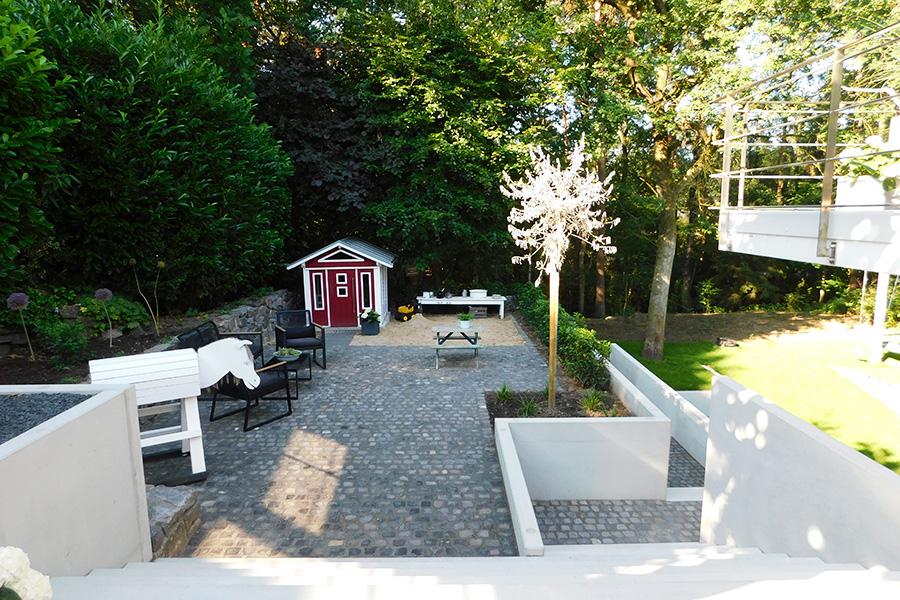 Terrasse-mit-Spielecke-900x600px.jpg
